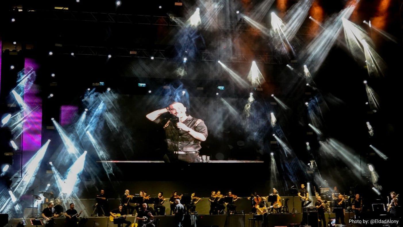 עומר אדם בהופעה חיה באצטדיון סמי עופר