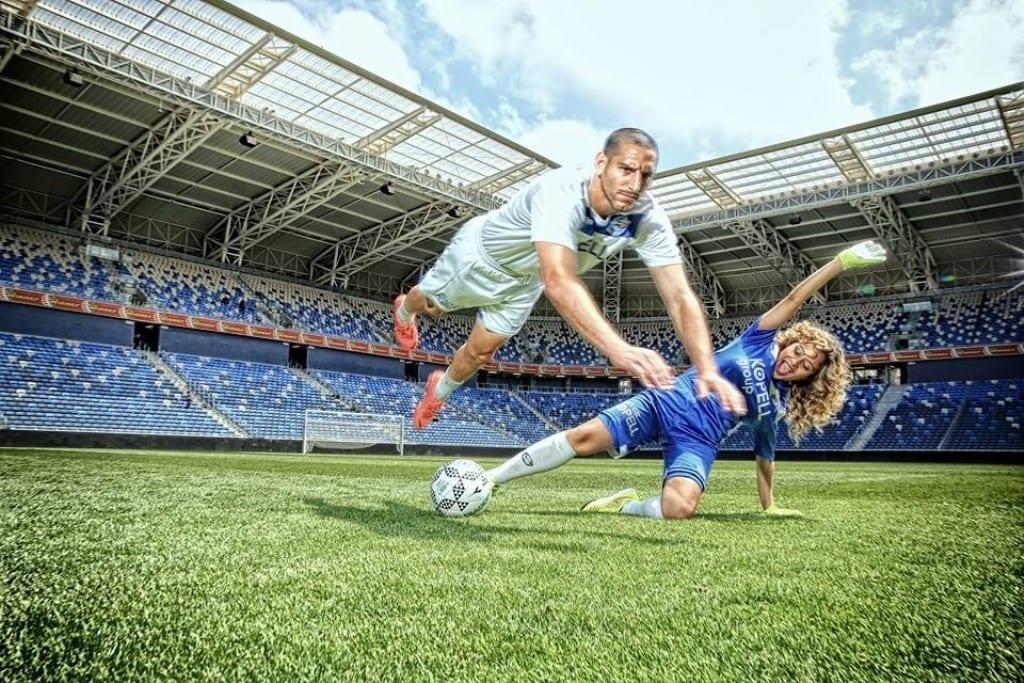 צילומים זוגיים מרהיבים על כר הדשא באצטדיון סמי עופר