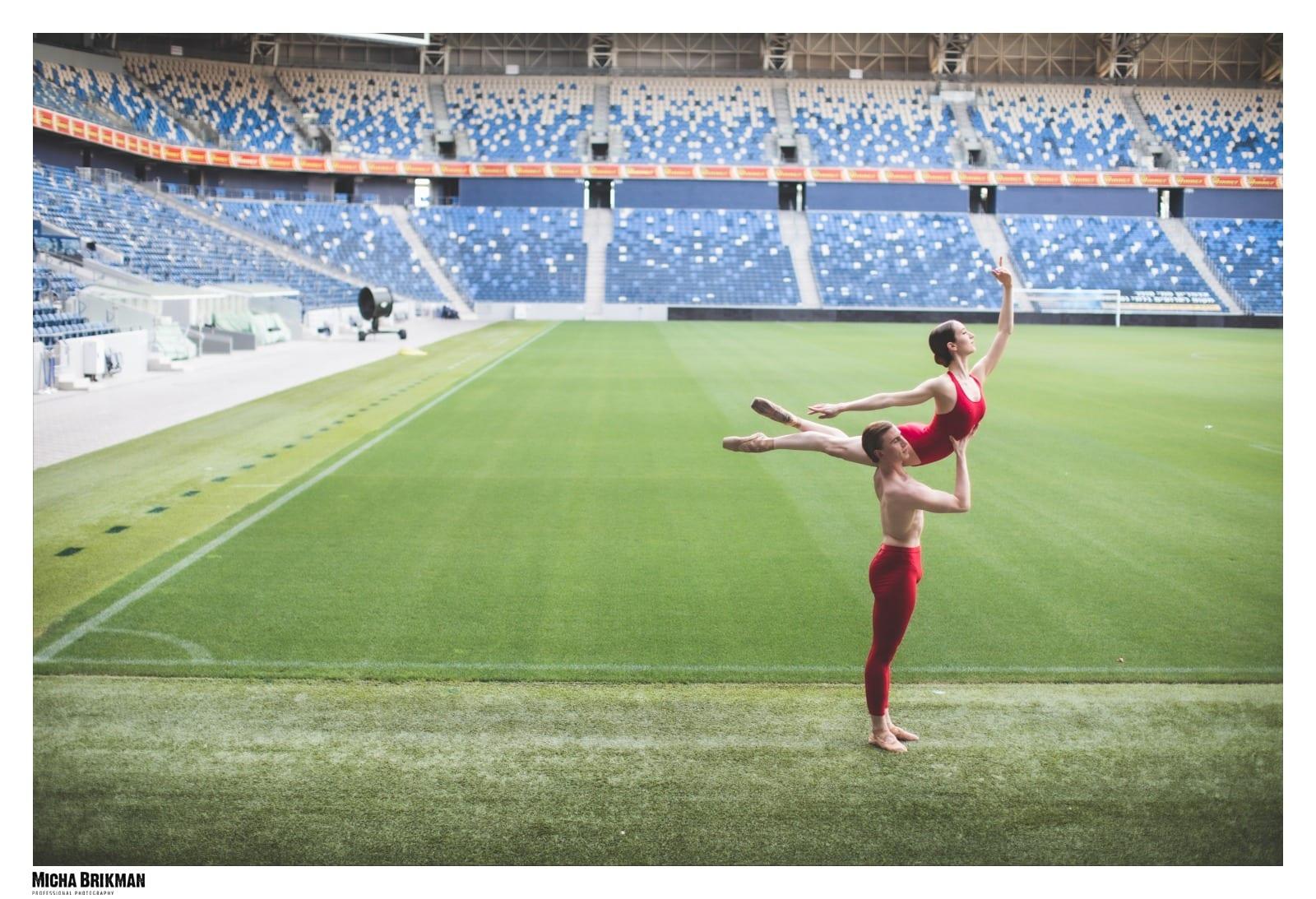 יום צילומים רקדני בלט באצטדיון