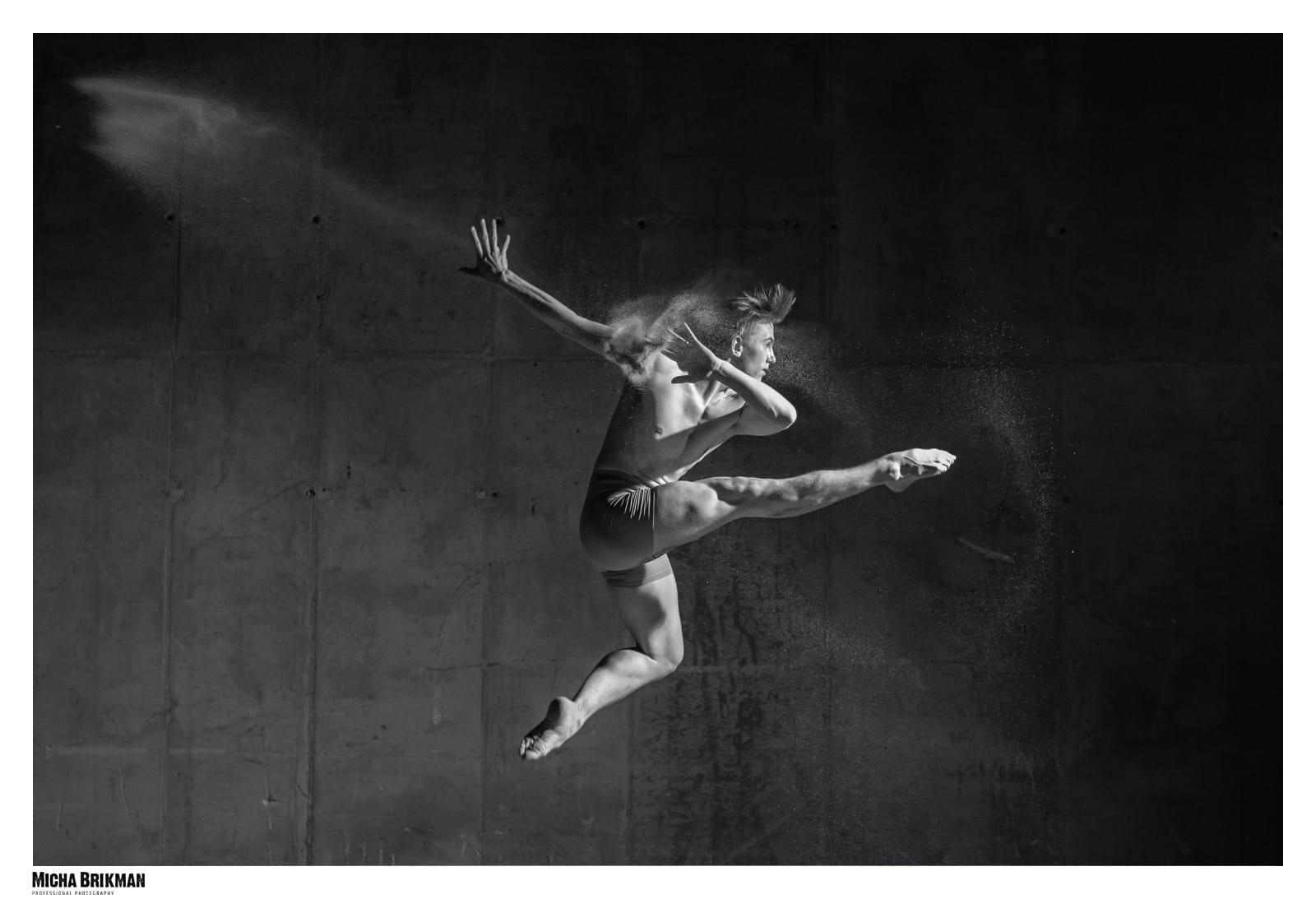 צילומי אומנות של רקדן באצטדיון סמי עופר
