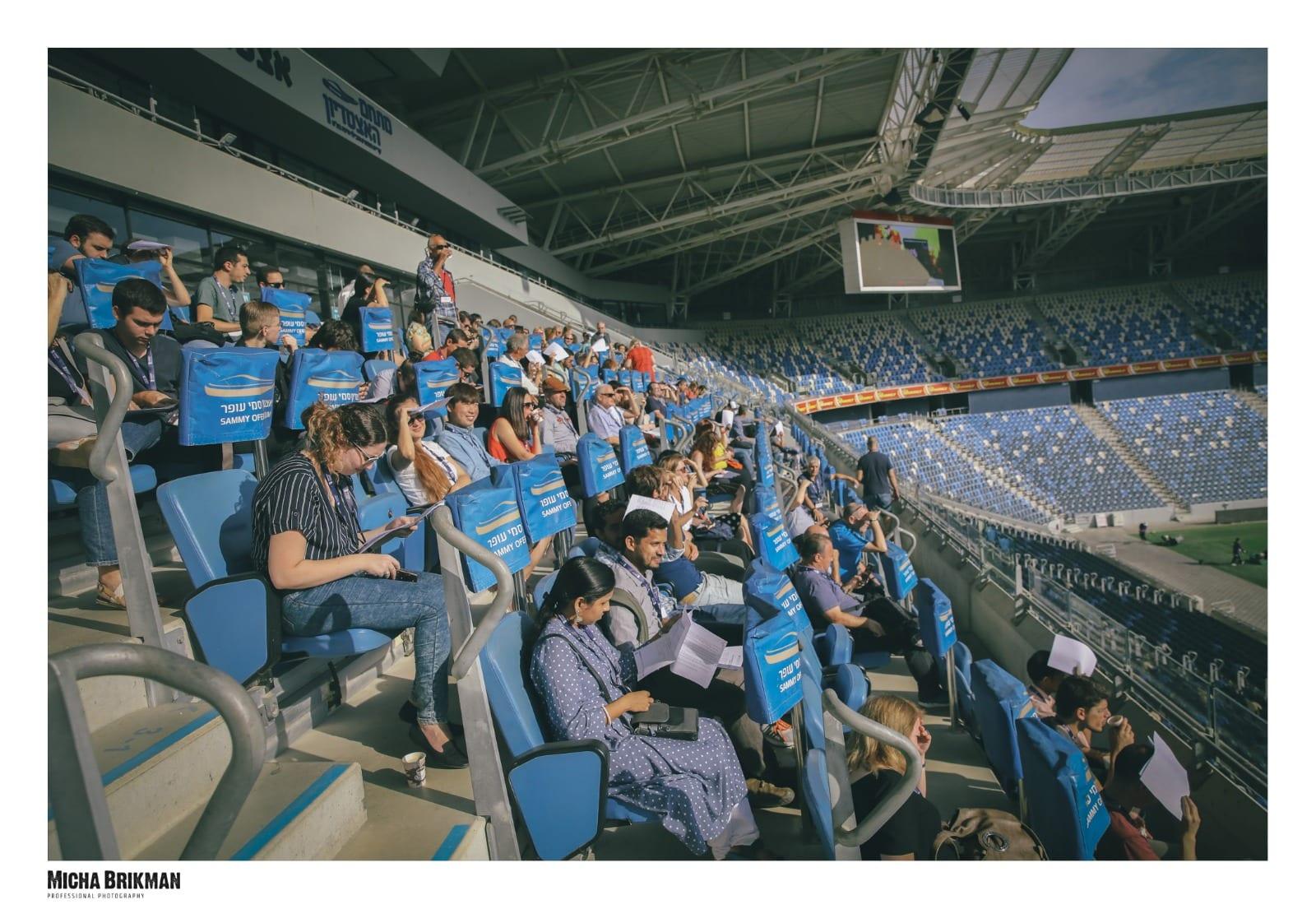 ביקור ביציעי האצטדיון השונים
