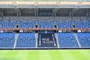 פרסום באצטדיון כדורגל